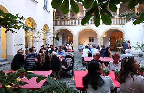 Unser gemütlicher Innenhof am St. Ulrichsplatz